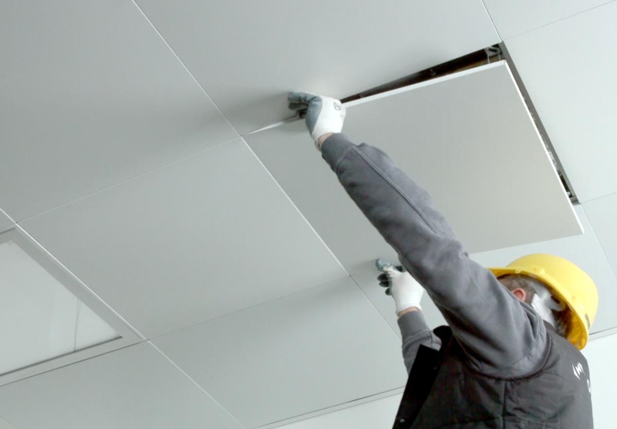 The GB-HLS OR Module ceiling panels are easily accessed for customization and maintenance