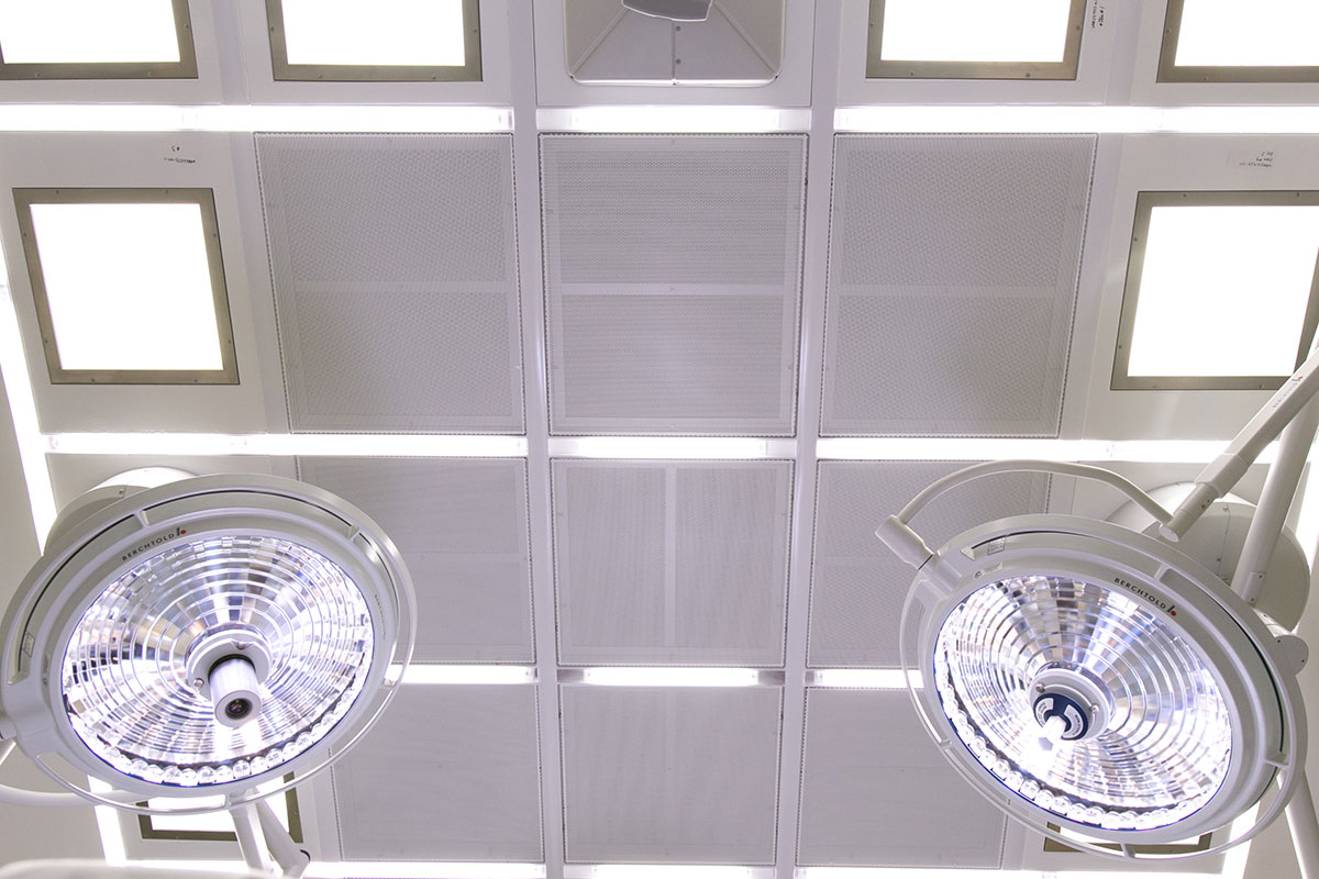 The GB-HLS OR Module ceiling configures the essentials of the modular hospital room